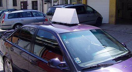 Reklamné strešné svietidlo na vozidle